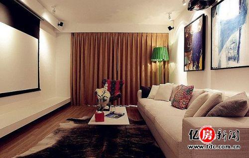 时尚的客厅,壹字形的沙发对度过还设计了投影仪. - 武汉暖和线图片