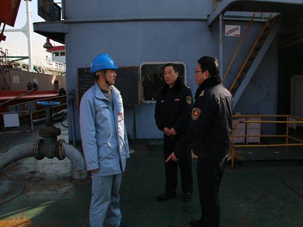 武汉青山海事处继续开展重点码头船舶巡查
