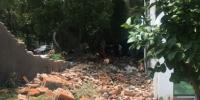宜昌猇亭一工地围墙轰然倒塌 致刷墙工人2死3伤 - 新浪湖北