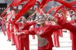 彩绸舞《中国歌最美》 - Hb.Chinanews.Com