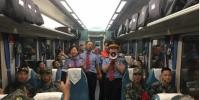 襄阳客运段:歌声笑声掌声 洋溢着拥军情 - 武汉铁路局