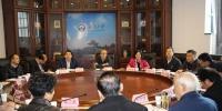 校长和离退休老同志共话学校发展 - 武汉大学