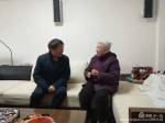 学校领导春节前夕走访慰问离退休老同志、困难党员和教职工代表 - 湖北大学
