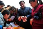 三峡坝区农民喜领新年礼 百万分红迎新春 - Hb.Chinanews.Com
