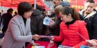 """武汉黄陂举办""""春风行动"""" 近万人前来咨询登记 - Hb.Chinanews.Com"""