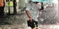 图为:昨日上午暴雨再袭江城 楚天都市报记者邹斌摄于水果湖 - 新浪湖北