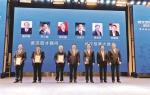 图为:许家印(右三)等武汉科技大学校友代表出席项目签约仪式 - 新浪湖北