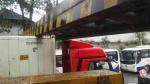 超高货车强闯涵洞撞坏限高梁 现场拥堵两小时 - 新浪湖北