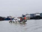 民警在两坝间水域开展水上巡逻执勤 - Hb.Chinanews.Com