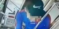 男子因公交卡余额不够起争执 两次抢夺司机方向盘 - 新浪湖北