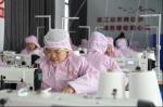 大市村扶贫车间工人正在生产作业 - 新浪湖北