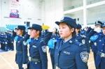 """""""蓝臂章""""民警在进行服务展示 - 新浪湖北"""