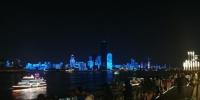 长江灯光秀引来游客观看 张畅 摄 - 新浪湖北