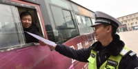 襄阳襄州交警开展全国交通安全日主题宣传活动 - Hb.Chinanews.Com
