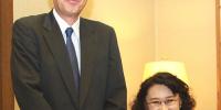 图为张海迪会见日本驻华大使横井裕 - 残疾人联合会