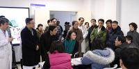 """图为张海迪与第一期""""康复学科带头人高级培训班""""学员亲切交谈 - 残疾人联合会"""
