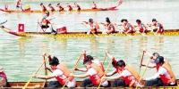 月11日,保康县第六届运动会龙舟比赛在该县清溪河举行,来自全县的44支龙舟队参加了男子组、男女混合组400米直道竞速比赛,吸引众多游人前来观看。 - 新浪湖北